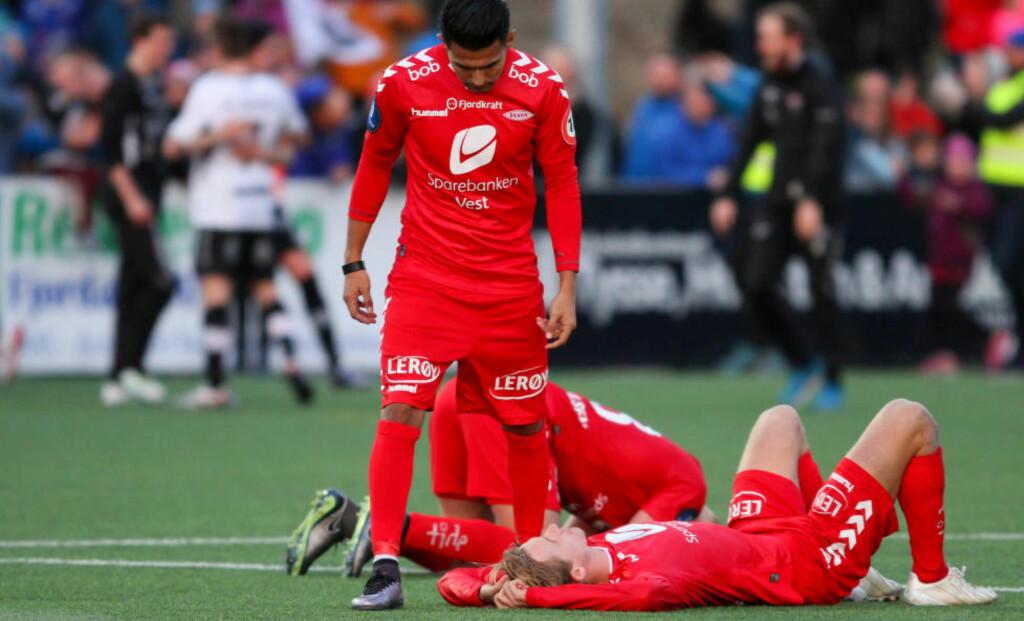 FLAU CUPFLAUSE: - Sånn er det. Brann er ikke bedre, skriver Dagbladets kommentator. Her fortviler spillerne etter tapet i Førde. Foto: Christian Blom / NTB scanpix