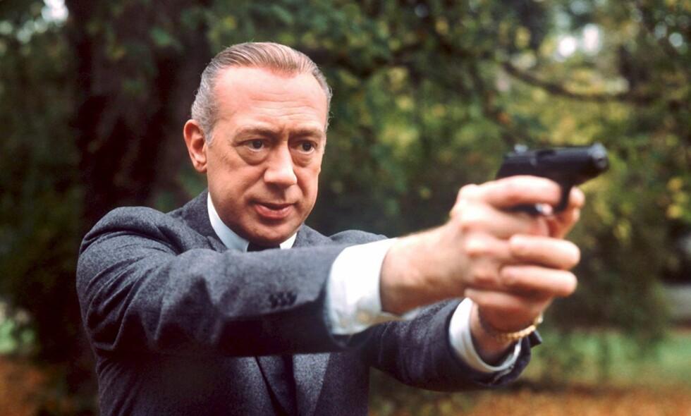 IKKE BANNLYST FORELØPIG: Derrick er per nå fjernet fra tv-kanalen ZDF, som har rettighetene til serien, men ingen avgjørelse om evig fordømmelse er tatt. Her er detektiven i 1977.  Foto: EPA/ISTVAN BAJZAT FILE