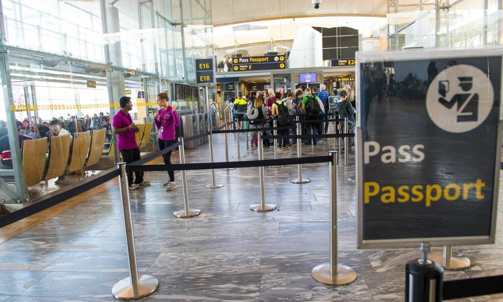PASSKONTROLL: Den tiltalte skal ha hjulpet nesten 30 syrere med falske ID-papirer og flybilletter. Foto: Arne V. Hoem / Dagbladet