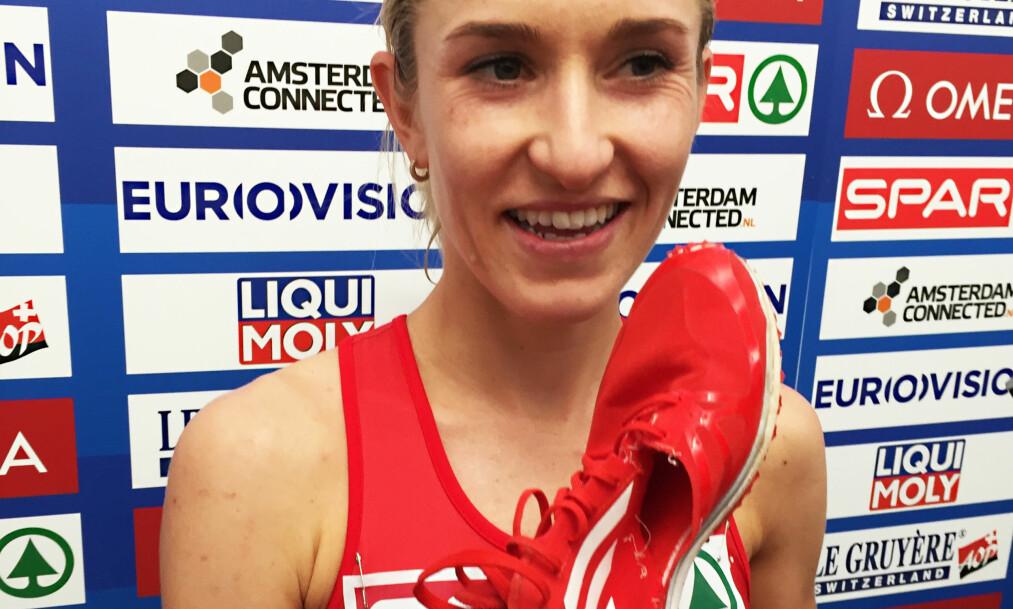 <strong>REVNET:</strong> Karoline Bjerkeli Grøvdals sko revnet allerede etter en runde. Heldigvis holdt den seg på foten hennes de neste 24. Foto: Tormod Brenna