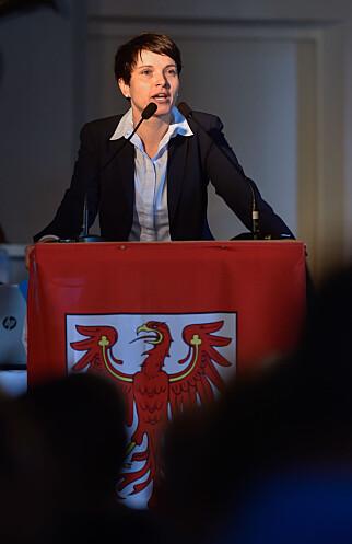 NY LEDER: Frauke Petry ble valgt til ny leder av det høyreradikale partiet AFD i vår. Her snakker hun til partimedlemmer i Brandenburg 9.juli i år. Foto:  Klaus-Dietmar Gabbert/Dpa/NTB Scanpix.