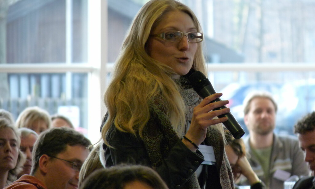 SVARER NETTROLLENE: Den danske politikeren Zenia Stampe gikk mandag hardt ut mot en av kommentarene hun hadde fått i innboksen. Foto: Brandsen / offentlig domene