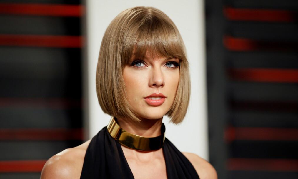 <strong>SPRIKENDE FORKLARINGER:</strong> Taylor Swift hevder at hun aldri godkjente å bli kalt «den bitchen» i Kanye Wests låt «Famous». Nå har Wests kone Kim Kardashian publisert video av en telefonsamtale mellom Swift og West, der det kan framstå som om 26-åringen var klar over hva som var i vente før låtslippet. Foto: Danny Moloshok / Reuters / Scanpix