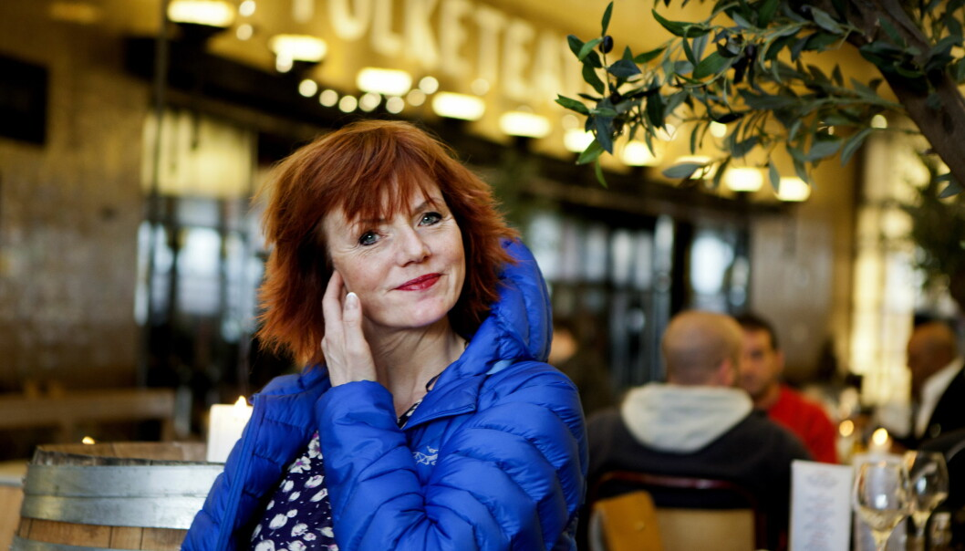 <strong>LEI AV Å VENTE:</strong> Mari Maurstad har vært ansatt på Nationaltheatret siden 1981. Hun ser at bygget forfaller mer og mer for hver dag som går.  <div>Foto: Anders Grønneberg</div>