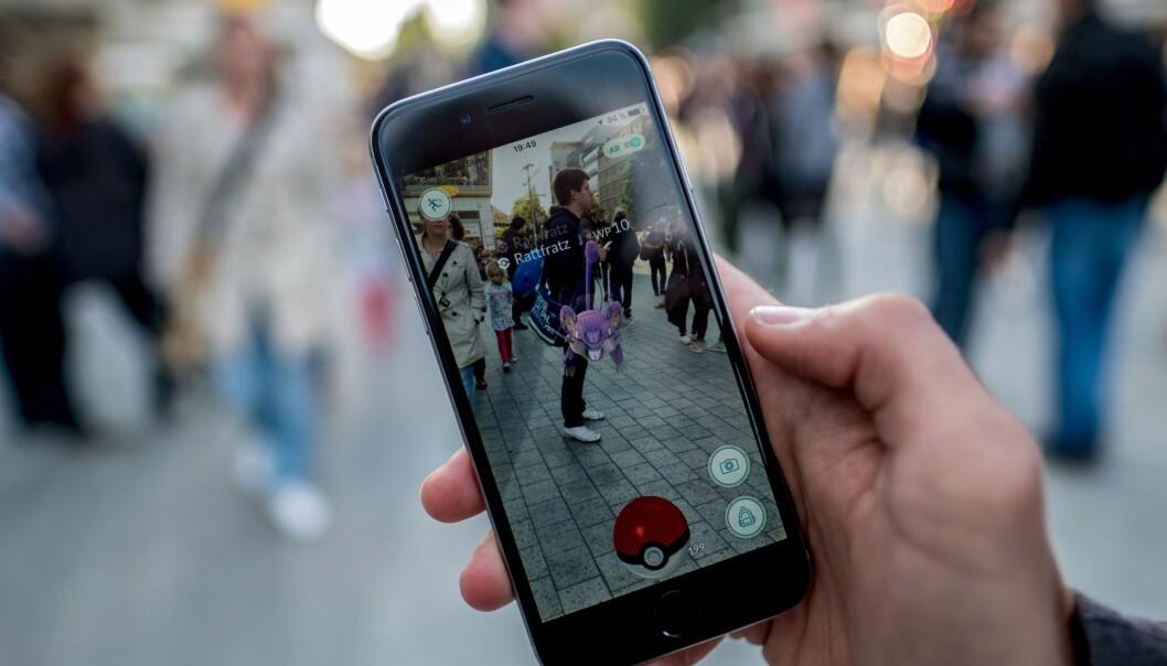 <strong>FORBYS:</strong> Mens Pokémon Go-bølgen fortsetter i Norge og andre steder i verden, blir det populære mobilspillet nå forbudt for muslimer i Malaysia. Foto: EPA/PETER STEFFEN, NTB scanpix