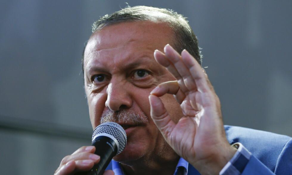 SNAKKET TIL FOLKET: President Recep Tayyip Erdogan kom med en uttalelse til folket kort tid etter terroren i Tyrkia. Foto: REUTERS/Murad Sezer    TPX IMAGES OF THE DAY