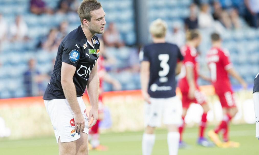 <strong>FORTVILER:</strong> Strømsgodsets Kim Madsen fortviler etter 2-2-scoringen til danskene som sendte drammenserne ut av europaligaen. Foto: Terje Bendiksby / NTB scanpix