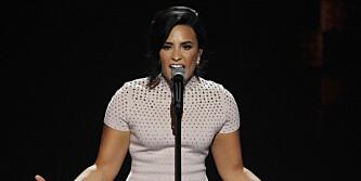 Demi Lovato hylles etter opptreden. Åpna opp om psykisk sykdom