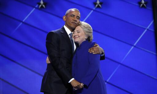 STØTTE: I går ga president Barack Obama sin støtte til Hillary Clinton. I dag fulgte hun opp med sin tale til landsmøtet. Foto: REUTERS/Jim Young/NTB scanpix