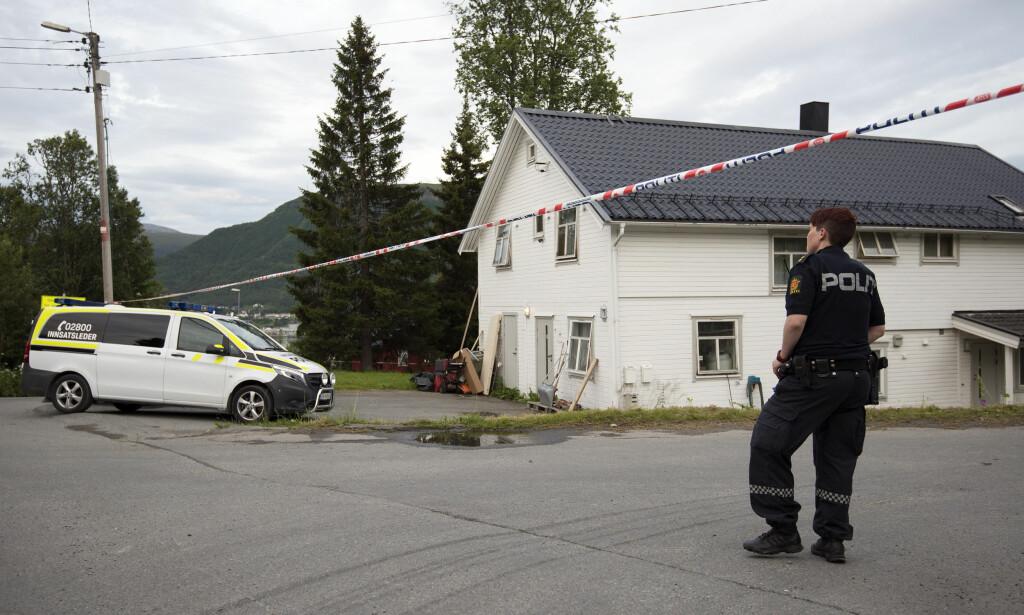 USKADD: - Han framstår i hvert fall som uskadd, det er mulig å snakke med ham, sier stasjonssjef Morten Pettersen om den drapssiktede som ble pågrepet i går i Tromsø. Foto: Lars Andersen