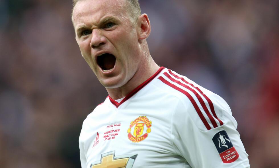 DOBBELTMORAL: Gary Neville mener Wayne Rooney bør være forbanna etter at han måtte si unnskyld for bildene som dukket opp i engelsk presse, mens Henderson og Lallana ikke trenger å gjøre det etter å ha vært ute på byen. Foto: Jed Leicester/BPI/REX/Shutterstock/NTB Scanpix