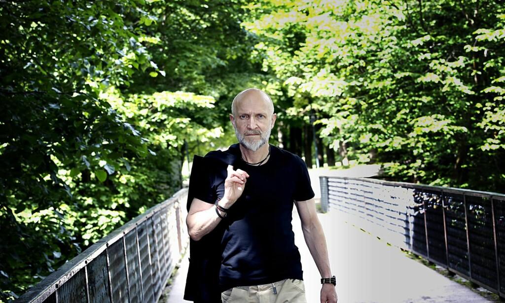 SAABYE 2016: Lars Saabye Christensen over nok en bro i Frognerparken sommeren 40 år etter debuten. Foto: JACQUES HVISTENDAHL