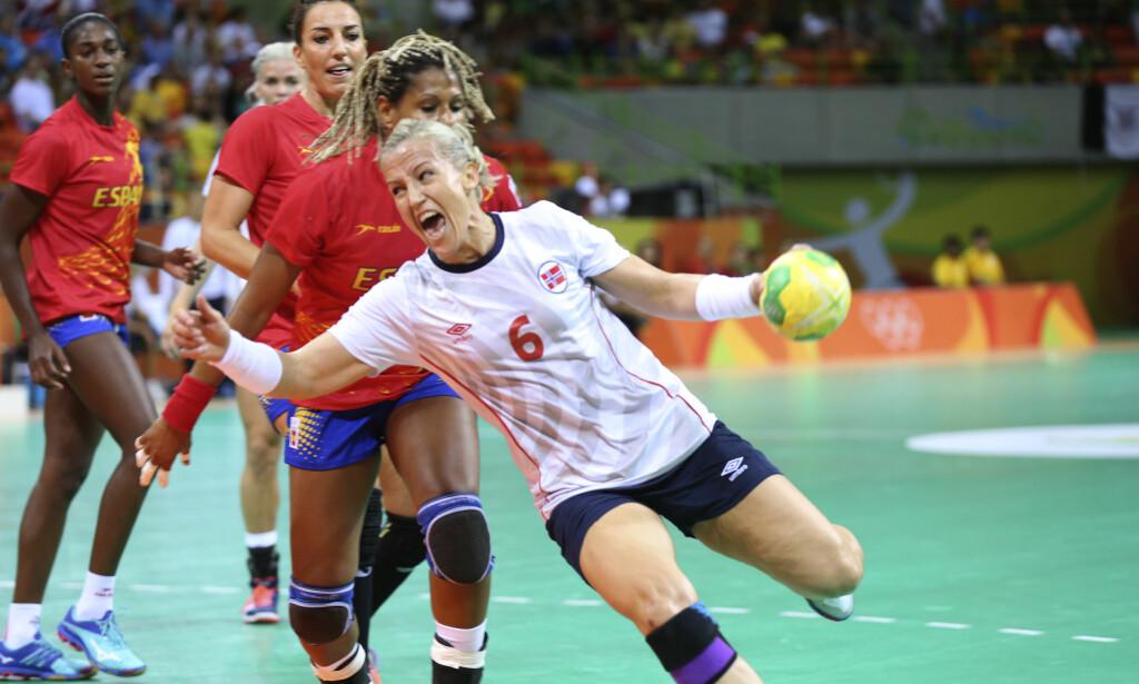 DRIT I DET: I en kamp mot Tunisia i 2009-VM fikk Løke en skikkelig Donald-kul i panna, og hun ble bedt om å sette seg på sidelinja for behandling. <div></div><div> - Drit i det da, var svaret fra Heidi. Her spiller hun mot Spania i Rio-OL i 2016. Foto: Vidar Ruud / NTB scanpix</div>