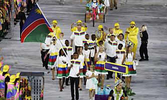 <strong>TATT:</strong> Flaggbærer og bokser Jonas Junias Jonas fra Namibia. Foto: REUTERS/Stoyan Nenov&nbsp;
