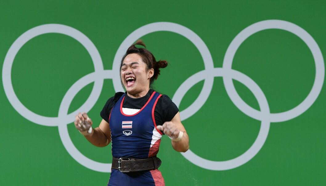 <strong>JUBLET FOR GULL:</strong> Ingen var sterkere enn Sukanya Srisurat i vektløfterkonkurransen for kvinner i 58-kilosklassen. Foto: Scanpix