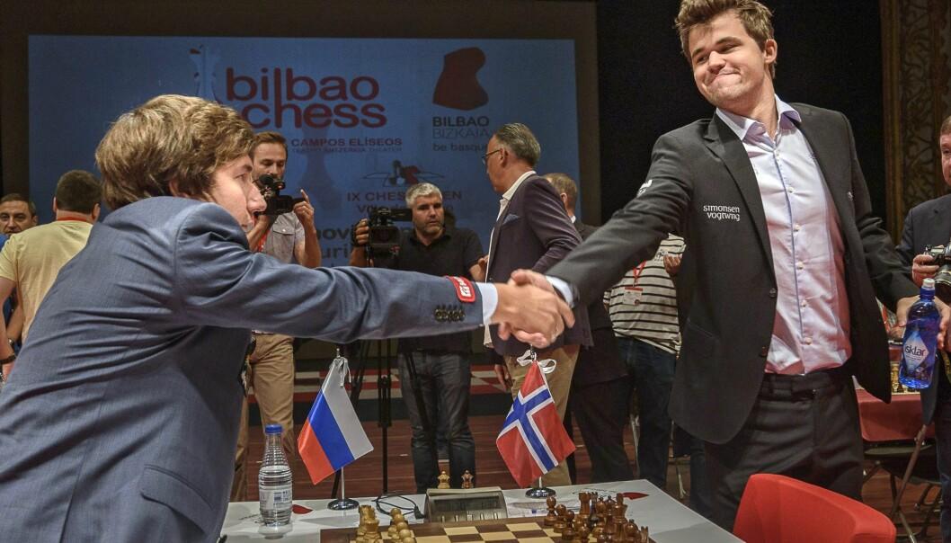 <strong>MØTES I NEW YORK:</strong> Sergej Karjakin og Magnus Carlsen, her under Bilbao Masters sist måned, skal snart ut i VM-kamp. Foto: Scanpix