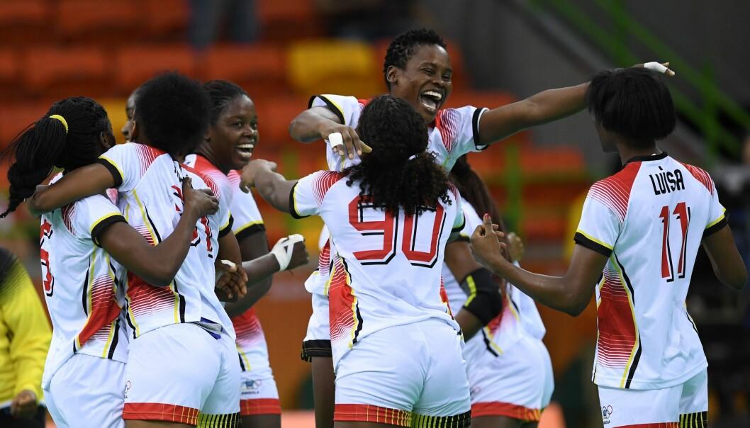 <strong>OVERRASKER ALLE:</strong> Angola vant mot Montenegro i går og står med full pott i OL. I morgen venter Norge. Foto: &nbsp;AFP PHOTO / Eric FEFERBERG