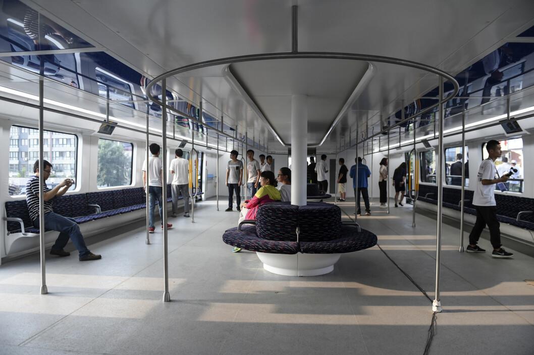 <strong><b>FRAKTER 300 PERSONER:</strong></b> Hver vogn har plass til 300 passasjerer, hvilket vil gjøre at bussen kan frakte nærmere 1000 personer når den har vognene koblet til.  Foto: Ap