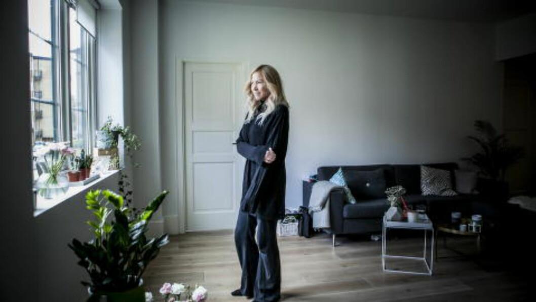 <strong> HJEMME:</strong>  Thea Steen hjemme i sin leilighet på Frogner i Oslo. Foto: Christian Roth Christensen / Dagbladet