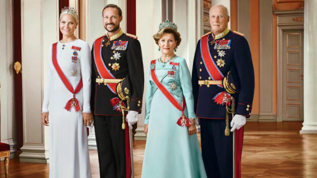 HOFFET BETALER: Kongens hoff dekker lønnsutgiftene når ansatte gjør vedlikehold og vaktmestertjenester på kong Harald og kronprins Haakons private eiendommer. Foto: Jørgen Gomnæs / Det kongelige hoff.