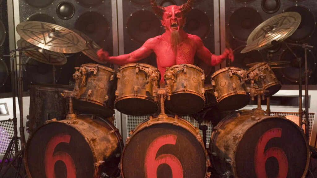 """FRAMSTILT PÅ FILM: Etterlikning av djevelen i filmen """"Tenacious D in The Pick Of Destiny"""". Foto: NTB Scanpix"""