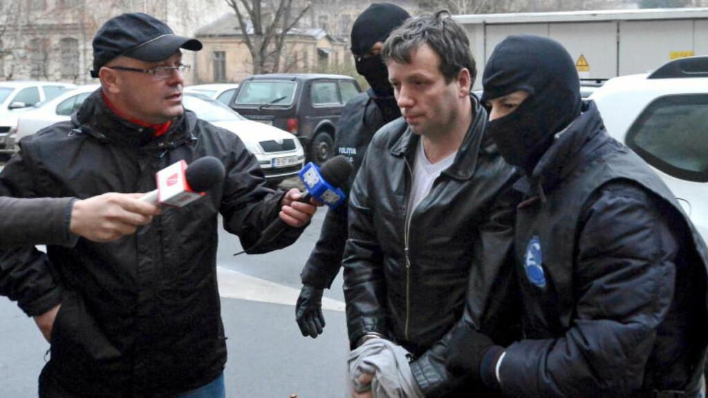 HACKER:Marcel Lazar Lehel er en kjent hacker under tilnavnet Guccifer. Her er han i Romania etter å ha blitt arrester i 2014. Foto: REUTERS/Mediafax/Silviu Matei/Files