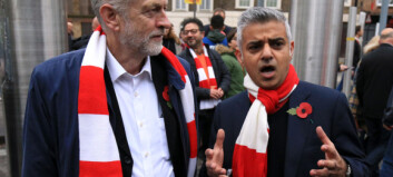 Først ble han Londons første muslimske borgermester. Nå langer Sadiq Khan ut mot partileder Jeremy Corbyn