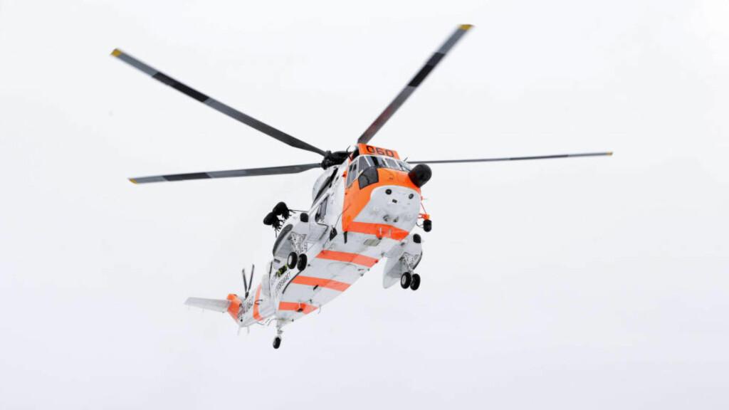 TRAPPER OPP AKSJON: Et SeaKing redningshelikopter deltar under letingen etter en 37 år gammel mann som er savnet utenfor Sogndal. Illustrasjonsfoto: Håkon Mosvold Larsen / NTB scanpix
