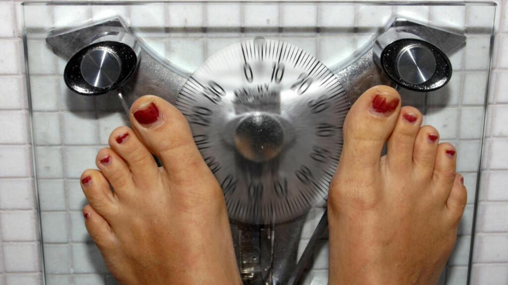 MENER BMI FUNKER: Hvor mye sier egentlig kroppsmasseindeks (BMI) og vekt om hvor sunt man lever. Dette har vært gjenstand for mye diskusjon, og forskere ved NTNU mener BMI fremdeles er en god indikator på hvorvidt man veier for mye eller ikke. Foto: NTB scanpix
