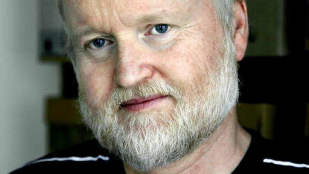 HAMSUN-EKSPERT: Hamsun-forsker, Lars Frode Larsen, har blant annet vært redaktør for Gyldendals Hamsuns Samlede verker i hele 27 bind. Han håper den nye utstillingen kan få en kodeknekker til å melde seg.  Foto: Steinar Buholm / Dagbladet.