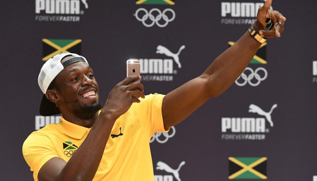 <strong>SHOW:</strong> Usain Bolt er tidenes størst friidrettsutøver, men han liker også å underholde. Han sier han slapper av når han holder på sånn. Her fra pressekonferansen i Rio sist mandag. Foto: Jonas Ekströmer / TT / NTB Scanpix
