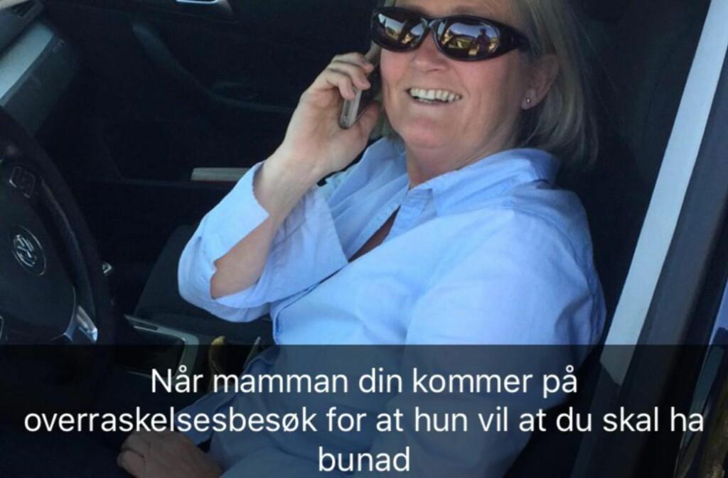OVERRASKET: Mamma Berit kjørte fra Tønsberg til Bergen i går, for at sønnen Håkon (26) skulle få ha på seg bunaden sin. Foto: Privat