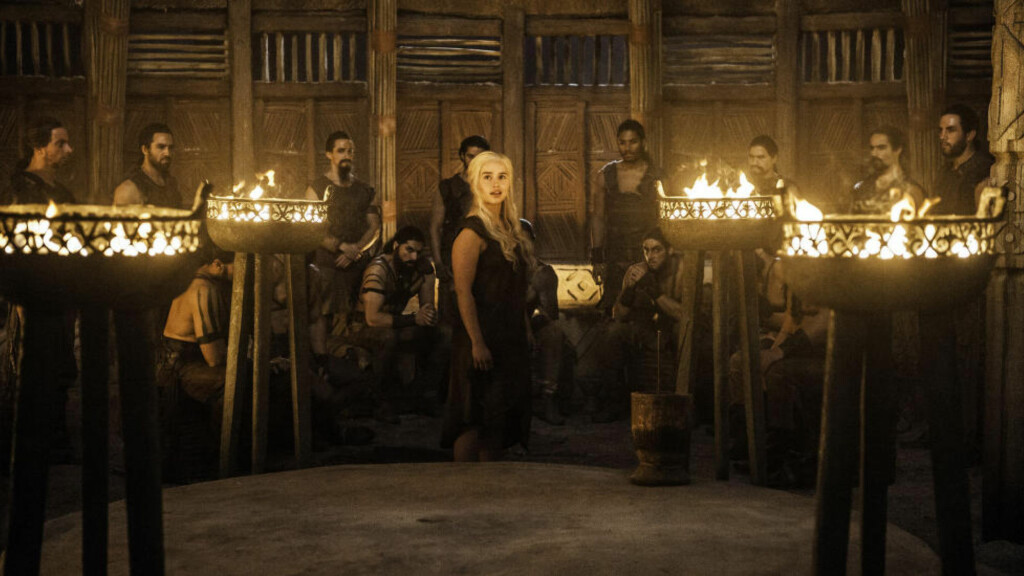OPPGJØR MED KHALENE: Daenerys' møte med khalenes råd går ikke helt som de har sett for seg. Foto: HBO NORDIC