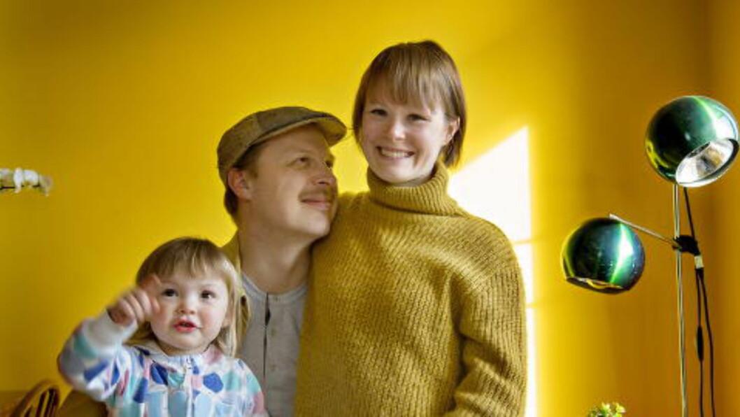 <strong>ENGASJEMENT:</strong> Kreftsykdommen til Dagblad-kokk og Smalhans-kjøkkensjef Karla Siverts har skapt sterkt engasjement. Mange, blant dem kolleger,  ønsker å hjelpe henne, ektemannen Thorleif Linhave og datteren Juno (2). Foto: ANITA ARNTZEN