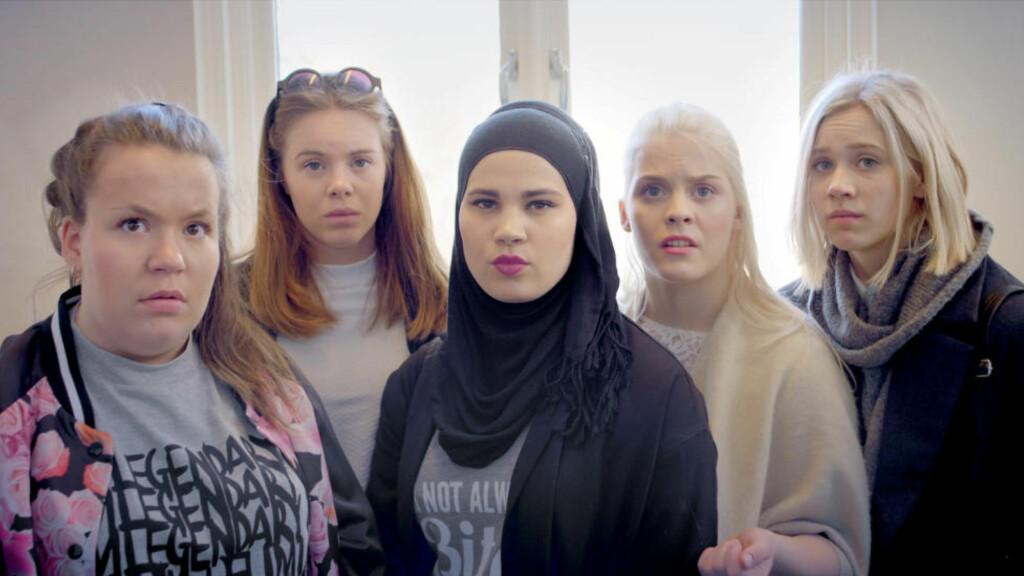 FÅR SKRYT:  «Skam» får skryt for å sette voldtekt og overgrep på dagsordenen. Her er seriens hovedpersoner fra sesong to. Foto: NRK