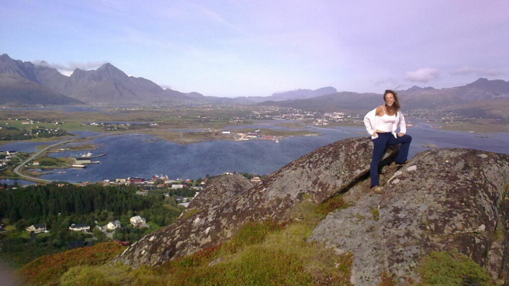 I NORGE: Newyorkeren Rebecca Dinerstein tilbrakte et år i Lofoten. Det ble det roman av. Foto: PRIVAT