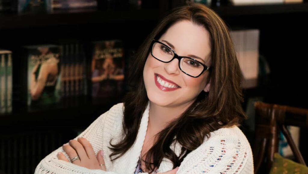 VERDENSLANSERES: Audrey Carlan begynte med å selvpublisere sin erotiske serie om kalenderjenta Mia Saunders. Men nå skal bøkene hennes lansers i over 40 land. Foto: CAPPELEN DAMM