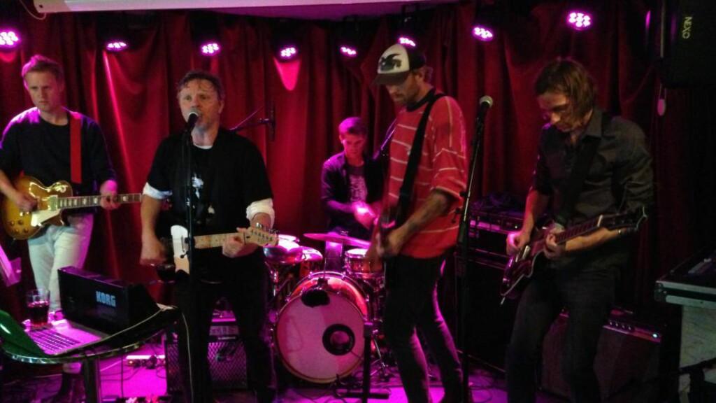 LIVE IN STAVANGER: I Sing My Body Electric med Terje Dragseth bak mikrofonen under Kapittel-festivalen i 2014. Foruten å utgi plater i utsøkt vinyl, er dette et forrykende liveband. Foto: Fredrik Wandrup