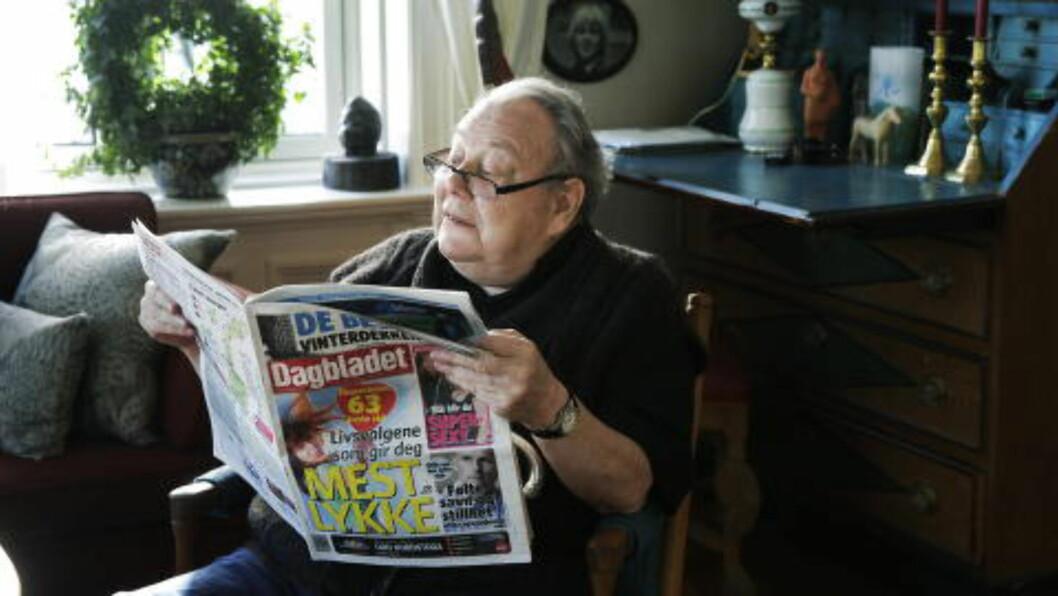 <strong>I STUA:</strong> Arve Solstad i 2011 med avisa han ledet, utviklet og var en del av i flere tiår. Foto: Steinar Buholm / Dagbladet