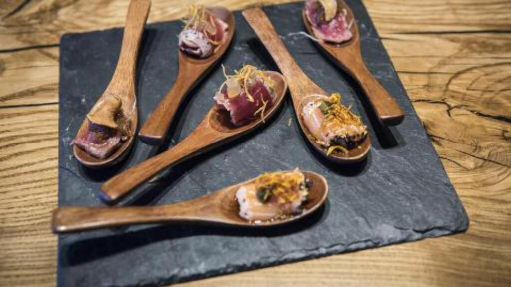 SIGNATURRETT: Spoon Tataki er små munnfuller. Foto: LARS EIVIND BONES
