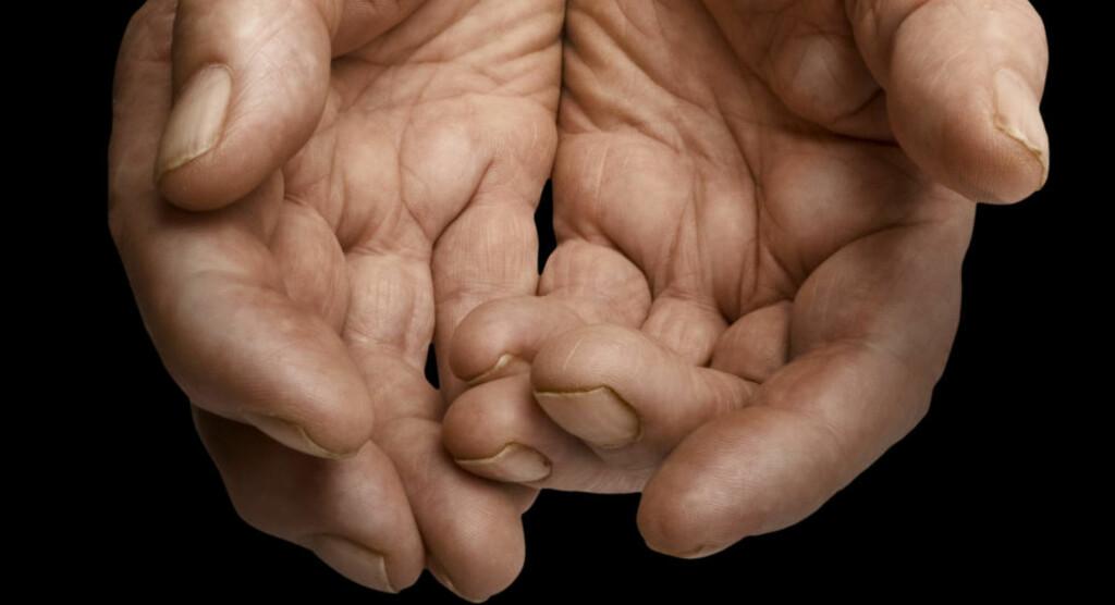 LEI AV Å BLI LURT: Når man  hjelper andre, er det fordi man virkelig ønsker å hjelpe - eller fordi det får en til å føle seg bra? Sett i gang, diskuter! Foto: Scanpix