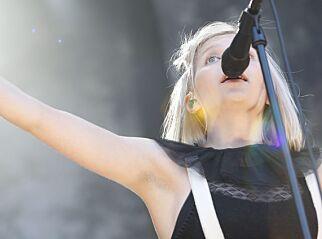 image: Aurora med hårete statement på Øyafestivalen