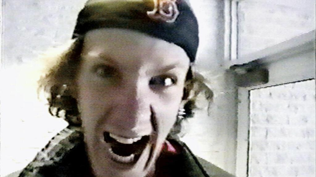 COLUMBINE: Tirsdag 20. april 1999 gikk 18 år gamle Eric David Harris og 17 år gamle Dylan Bennet Klebold inn på Columbine High School i delstaten Colorado. Bevæpnet med eksplosiver, hagler, en rifle og en pistol tok de livet av 12 av sine medelever og en lærer. 24 personer ble skadet før de to guttene skjøt seg selv. Foto AP / NTB Scanpix