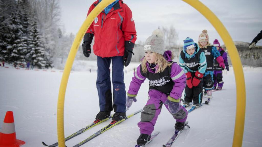 TIDLIG KRØKES:  Sjansene til å få lære å gå på ski er svært ulike. Det er denne forskjellen vi må prøve å jevne ut gjennom en skole som sikrer felles norsk kultur. FOTO: Benjamin A. Ward / Dagbladet.