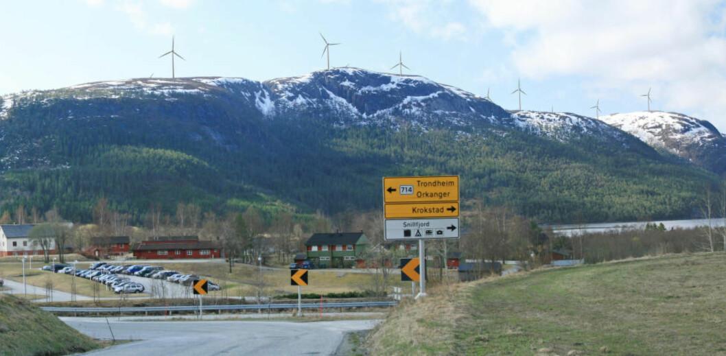 <strong> VIND SJELDEN MANGELVARE:</strong>  87 meter høye vindmøller med vingespenn på 117 får strategisk plassering på Geitfjellet - her sett fra Krokstadøra. Foto: Statkraft.