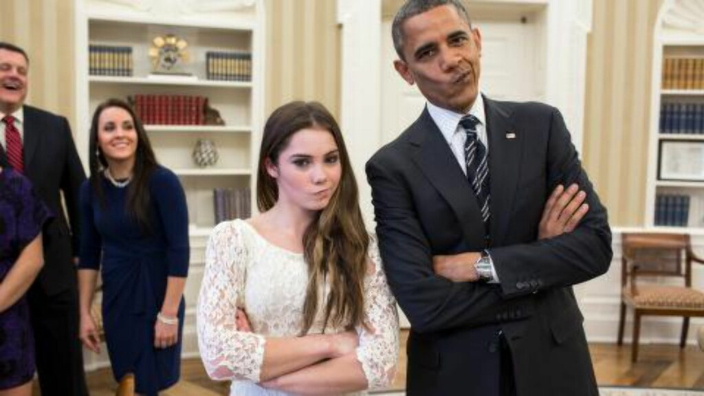 MØTTE OBAMA: McKayla Maroney og Barack Obama poserer. Foto: AFP PHOTO/White House Photo/Pete Souza