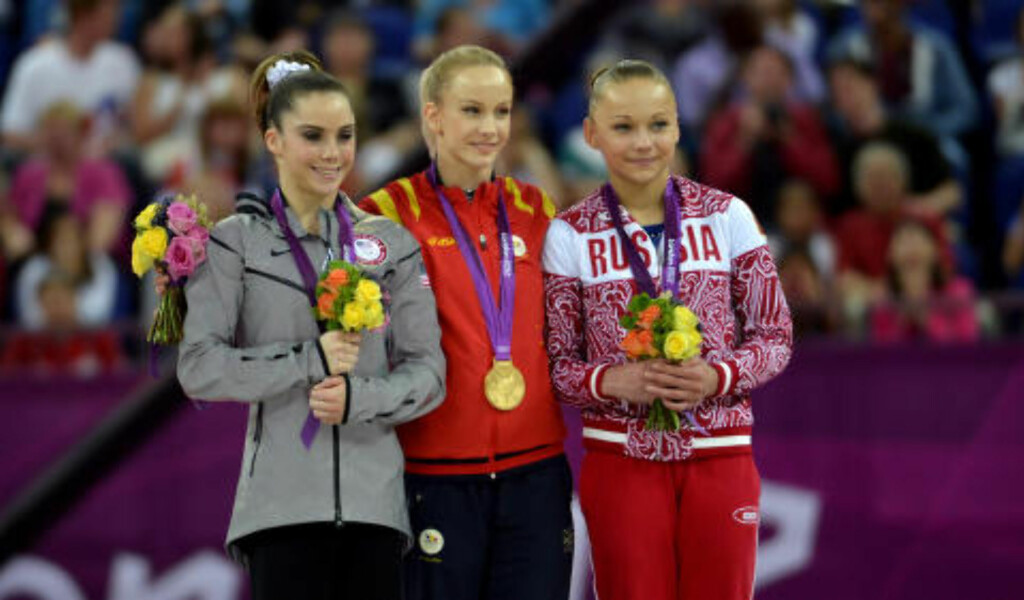 SØLV:McKayla Maroney, Raluca Izbasa og Maria Paseka under OL i 2012. Foto: Bruce Chambers/The Orange County