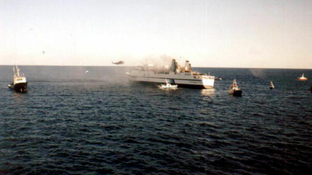 PENGEKAMP: Røyken hadde knapt lagt seg over det utbrente skipet før den beinharde kampen om forsikringsmillionene startet.