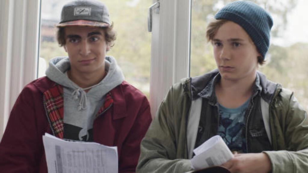 KOMPISER: Jonas (til venstre) og Isak er to av karakterene seerne blir kjent med i «Skam». Rollene fylles av Marlon Langeland og Tarjei Sandvik Moe. Foto: NRK