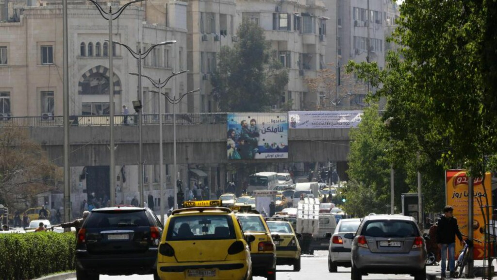 DAMASKUS: Politiet mener mannen lever godt på skattebetalernes trygdepenger her i Damaskus mens han er på rømmen fra norsk politi. Mannens advokat, Jan M. Birkeland, sier han hadde hyppig dialog med sin klient for inntil noen måneder siden. Han har ikke hørt om bankbyttet. Foto: NTB scanpix / AFP / LOUAI BESHARA